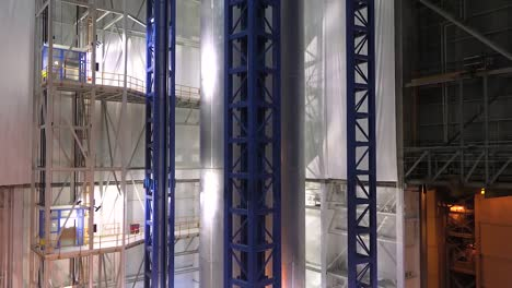 A-Massive-Rocket-Fuel-Tank-Is-Moved-By-Nasa-Engineers