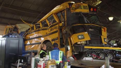 Los-Investigadores-De-Ntsb-Investigan-Un-Accidente-De-Autobús-Escolar-Mortal-En-Chattanooga-Tennessee-6