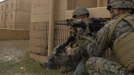 American-Army-Troops-Conduct-A-Mock-Terrorist-Sniper-Exercise-In-A-Model-Middle-Eastern-Village-7