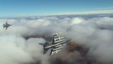 F16-Fighter-Jets-Peel-Off-In-Formation