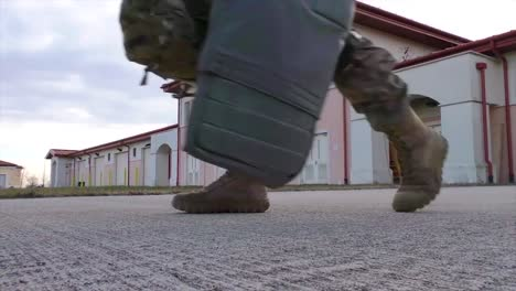 Paracaidistas-Abordan-Un-Vuelo-Militar