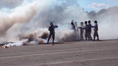 African-Policía-And-Military-Train-To-Suppress-Terrorism-Rioting-And-Uprising-2