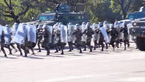 La-Policía-Africana-Y-El-Ejército-Se-Entrenan-Para-Reprimir-Disturbios-Y-Levantamientos-Terroristas