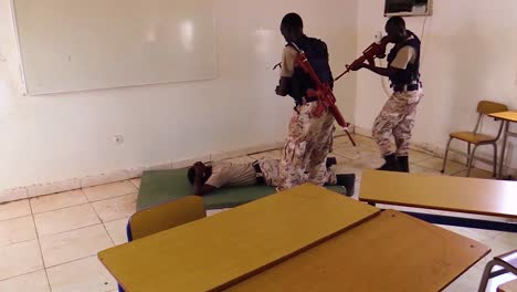 Somali-Police-And-Military-Raid-A-Building-To-Capture-A-Terrorist-Suspect-1
