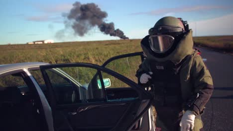 Bomb-Disposal-Experts-Diffuse-Car-Bombs-In-This-Simulation-Exercise-In-Iceland-1