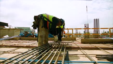 Workers-Find-Building-And-Construction-Jobs-In-The-Us-1