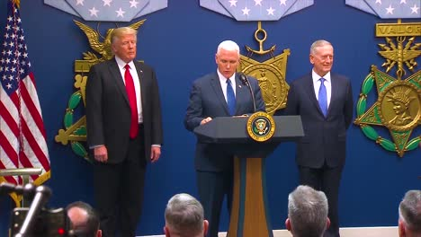 El-General-James-Jim-Mattis-Es-Juramentado-Como-Secretario-De-Defensa-Estadounidense-Con-El-Presidente-Donald-Trump-Y-Mike-Pence-Presentes