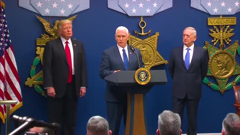 El-General-James-Jim-Mattis-Es-Juramentado-Como-Secretario-De-Defensa-Estadounidense-Con-El-Presidente-Donald-Trump-Y-Mike-Pence-Presentes-1