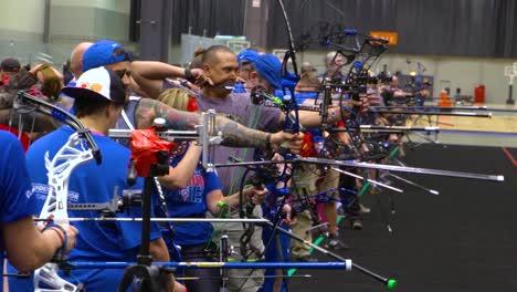 Soldados-Veteranos-Discapacitados-Y-Discapacitados-Compiten-En-Archiery-En-Los-Juegos-De-Guerreros-Heridos-De-La-Fuerza-Aérea-1