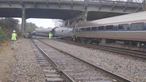 Investigadores-De-Campo-De-La-Ntsb-Investigan-Un-Descarrilamiento-Por-Colisión-De-Un-Tren-Amtrak-En-Cayce-Carolina-Del-Sur