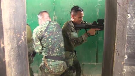 Wir-Und-Die-Philippinischen-Marines-Nehmen-An-Einer-Bilateralen-Trainingsübung-Im-Fort-Ramon-Magsaysay-Auf-Den-Philippinen-Teil