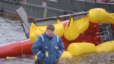 Ntsb-Investigators-Raise-A-Helicopter-Which-Crashed-Into-The-East-River-New-York-City-1