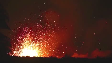 Amazing-Night-Footage-Of-The-2018-Eruption-Of-The-Kilauea-Volcano-On-The-Main-Island-Of-Hawaii-1