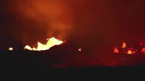 Amazing-Night-Footage-Of-The-2018-Eruption-Of-The-Kilauea-Volcano-On-The-Main-Island-Of-Hawaii-2