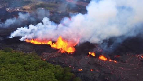Excellent-Helicopter-Aerial-Of-The-2018-Eruption-Of-The-Kilauea-Volcano-In-Hawaii