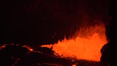 Amazing-Night-Footage-Of-The-2018-Eruption-Of-The-Kilauea-Volcano-On-The-Main-Island-Of-Hawaii-Including-Waves-Of-Lava