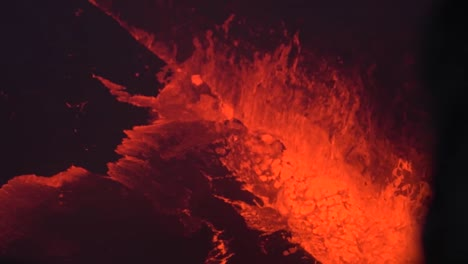 Amazing-Night-Footage-Of-The-2018-Eruption-Of-The-Kilauea-Volcano-On-The-Main-Island-Of-Hawaii-Including-Waves-Of-Lava-1