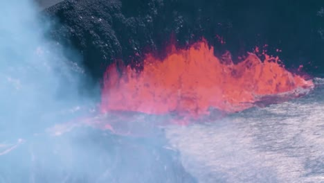 Lava-Flow-And-Bubbling-Gas-During-The-2018-Eruption-Of-The-Kilauea-Volcano-In-Hawaii-2