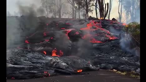 Spectacular-Night-Time-Flow-Of-Lava-Down-A-Slope-In-Hawaii-During-The-2018-Kilauea-Volcano-Eruption-1