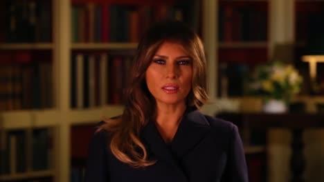 La-Primera-Dama-Melania-Trump-Ofrece-Simpatía-Y-Recauda-Dinero-Para-Las-Víctimas-Del-Huracán