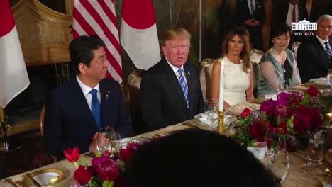 El-Presidente-Donald-Trump-Y-El-Primer-Ministro-Japonés-Shinzo-Abe-Participan-En-Una-Conferencia-De-Prensa-Durante-Una-Visita-De-Estado-A-Mar-A-Lago-En-Florida-1