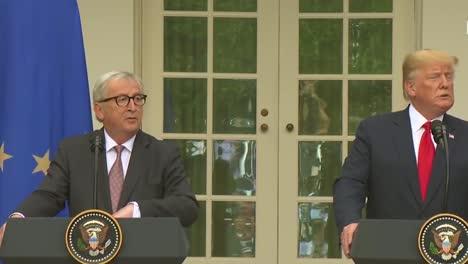 El-Presidente-Estadounidense-Donald-Trump-En-Una-Conferencia-De-Prensa-Conjunta-Con-La-Comisión-Europea-Jeanclaude-Juncker-En-La-Casa-Blanca-Analiza-La-Política-Comercial-3