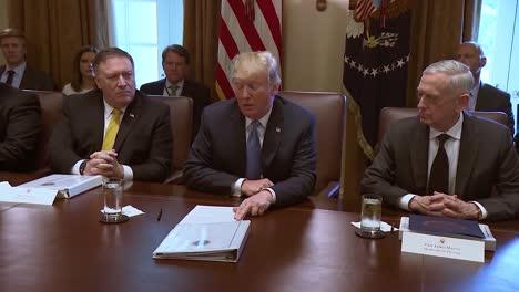 El-Presidente-Estadounidense,-Donald-Trump,-Habla-Antes-De-Una-Reunión-De-Gabinete-Sobre-La-Captura-Y-Liberación-Y-Las-Peores-Leyes-De-Inmigración-En-La-Historia-Del-Mundo.