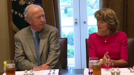 Alaska-Senator-Lisa-Murkowski-Advises-Us-President-Donald-Trump-On-Taking-A-More-Bipartisan-Approach-To-Getting-Bills-Passed-In-Congress-1