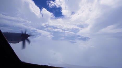 Hurrikanjäger-4-Kampfgeschwader-Fliegt-Durch-Das-Auge-Und-Die-Augenwand-Des-Hurrikans-Florenz-4