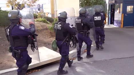 Agentes-De-Aduanas-Y-Patrulla-Fronteriza-Llevan-A-Cabo-Agresivas-Medidas-De-Inmigración-A-Gran-Escala-En-La-Frontera-1-De-Tecate-Us-Mexico