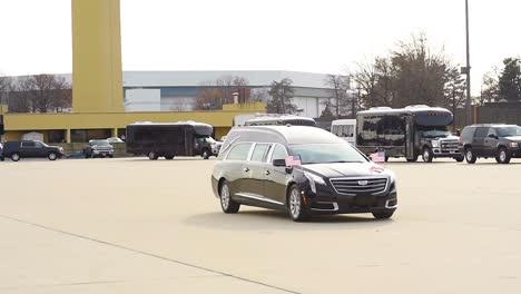 Der-Sarg-Von-Uns-Präsident-George-Hw-Bush-Wird-Aus-Einem-Leichenwagen-Genommen-Um-Ihn-Während-Eines-Staatsbegräbnisses-Zu-Seiner-Besichtigung-Zu-Bringen