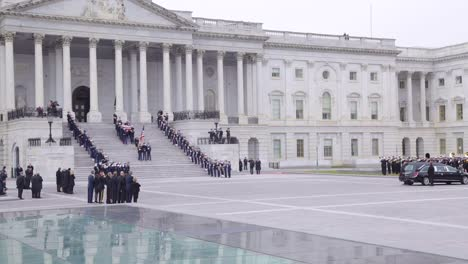 2018-Honor-Guard-Descend-The-Steps-At-The-Us-Capitol-Building-With-Flag-Draped-Coffin-During-The-State-Funeral-For-President-George-H-W-Bush-1