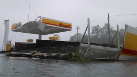 Hurricane-Florence-Slams-Wilmingston-North-Carolina-Causing-Extensive-Flooding-And-Damage-Downed-Power-Lines-And-Trees-1