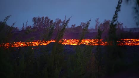 The-Kilauea-Volcano-On-The-Big-Island-Of-Hawaii-Erupting-At-Night-With-Huge-Lava-Flows-1