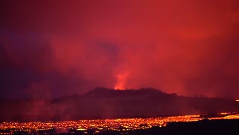 The-Kilauea-Volcano-On-The-Big-Island-Of-Hawaii-Erupting-At-Night-With-Huge-Lava-Flows-2