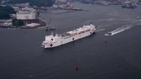 Antena-Del-Buque-Hospital-Del-Comando-De-Transporte-Marítimo-Militar-Usns-Mercy-(tah-19)-Sale-Comandante-De-Las-Actividades-De-La-Flota-Yokosuka-Japón
