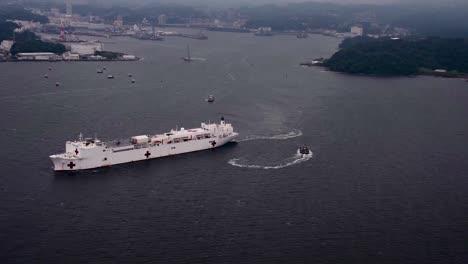 Antena-Del-Buque-Hospital-Del-Comando-De-Transporte-Marítimo-Militar-Usns-Mercy-(tah-19)-Sale-Comandante-Actividades-De-La-Flota-Yokosuka-Japón-1