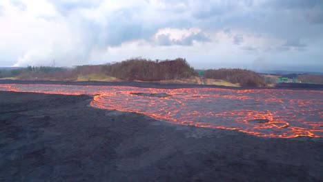 Very-Good-Aerial-Of-The-Kilauea-Volcano-On-Hawaii-Eruption-With-Very-Large-Lava-Flow-1