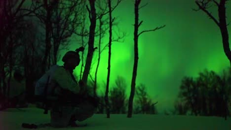 Norwegian-Army-Soldiers-Exercise-Ground-Tactics-At-Night-With-The-Northern-Lights-In-Background-1