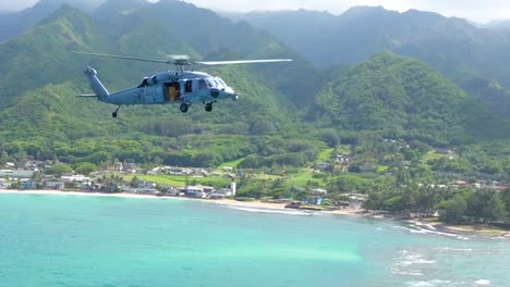 Airtoair-Aerial-Video-Of-Uh60-Seahawk-Helicopter-Flying-Off-The-Coast-Of-Oahu-Hawaii-1