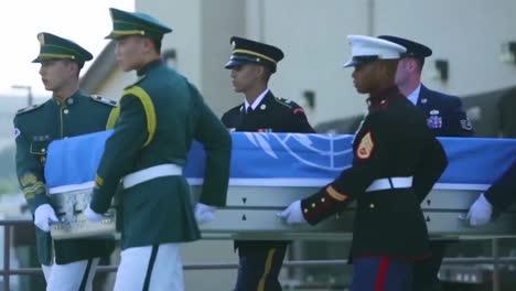 El-Comando-De-Las-Naciones-Unidas-Lleva-A-Cabo-Una-Ceremonia-En-Honor-De-Los-Restos-Repatriados-Devueltos-Por-El-Pueblo-Democrático-De-Corea-Que-Se-Cree-Que-Son-Los-Miembros-Del-Servicio-Estadounidense-Que-Han-Estado-Desaparecidos-Desde-La-Guerra-De-Corea-1