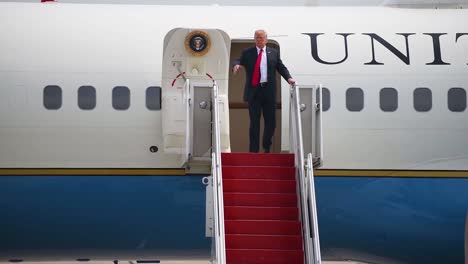 The-President-Of-The-United-States-Donald-J-Trump-Steps-Out-Of-Air-Force-One-And-Greets-Admiring-Followers-At-A-Rally-Gets-Into-Limousine