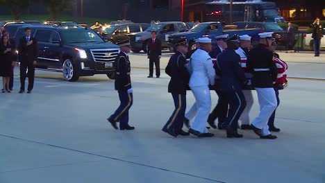 Senator-John-Mccain-Formal-Funeral-Procession-Flag-Draped-Coffin-Carried-By-Soldiers-3