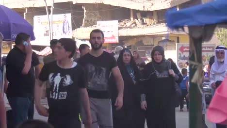 Scenes-On-The-Busy-Street-In-Mosul-Iraq-With-Market-Stalls-And-Pedestrians-1