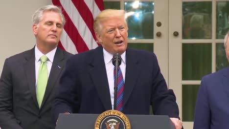 US-Präsident-Donald-Trump-Beantwortet-Fragen-Der-Presse-Zu-Eminenten-Domänen-Im-Zusammenhang-Mit-Dem-Bau-Einer-Grenzmauer