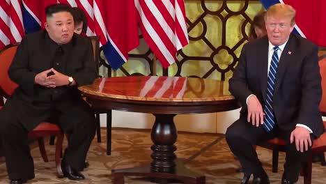 US-Präsident-Donald-Trump-Trifft-Sich-Mit-Dem-Nordkoreanischen-Präsidenten-Kim-Jong-Un-Bei-Einem-Gipfeltreffen-In-Vietnam-2