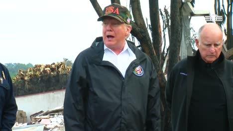 El-Presidente-De-Los-Estados-Unidos-Donald-Trump-Y-El-Exgobernador-Jerry-Brown-Discuten-La-Situación-De-Los-Incendios-Forestales-En-California-Los-Errores-De-Trump-La-Ciudad-Del-Paraíso-Con-Una-Ciudad-Llamada-Placer