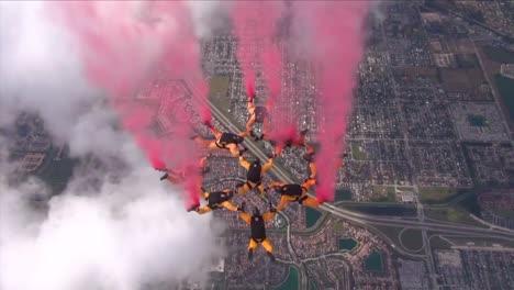 El-Equipo-De-Paracaidistas-Del-Ejército-Estadounidense-Golden-Knights-Realiza-Una-Exhibición-De-Paracaidismo-1