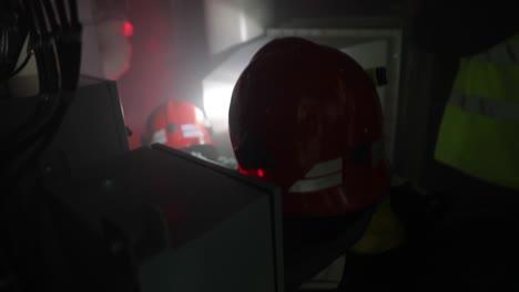 Hombres-Y-Mujeres-De-La-Marina-Real-De-Noruega-Participan-En-Un-Combate-De-Incendios-Y-Rescate-Simulado-En-La-Coyuntura-Del-Tridente-De-Ejercicios-De-La-Otan