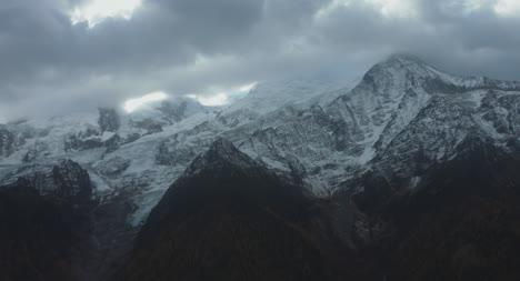 Snowy-Montaña-Scene-Slow-Motion